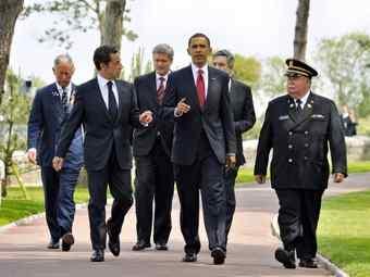 Уелският принц Чарлз, Никола Саркози, Гордон Браун, Балак Обама,                                                                                                                           Гордон Браун, принц Уэльский Чарльз, премьер Канады Стивен Харпер, президент США Барак Обама и его французский коллега Николя Саркози.