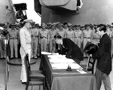 Shigemitsu подписва капитулацията на Япония. bg.wikipedia